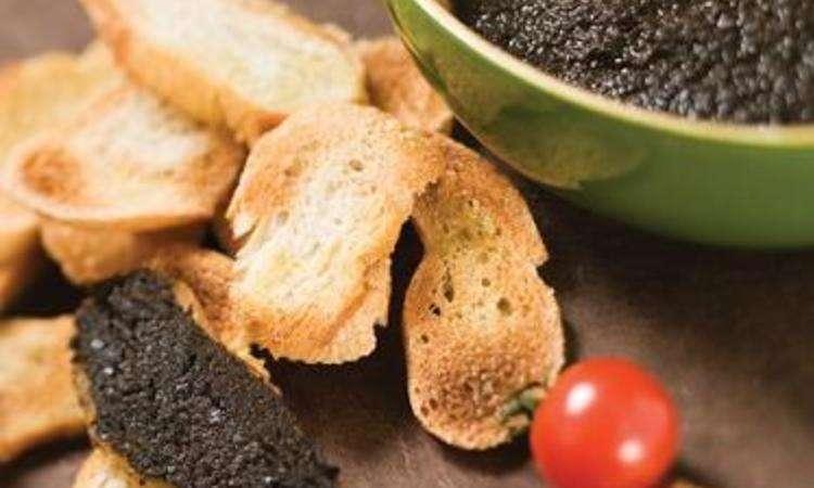 Crostini con patè d'oliva