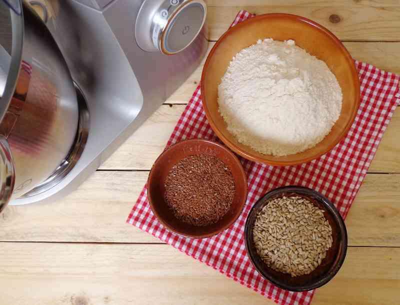 Big pane di farina con semi di girasole e di lino dsc01110