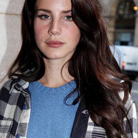 Normal lana del rey hair 39