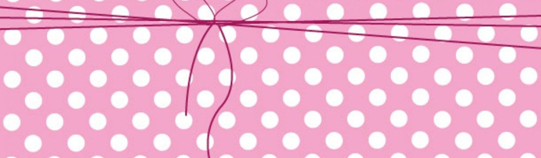 Profile cropped sfondo rosa a pois e fiocco pink backgroud with polka dot1